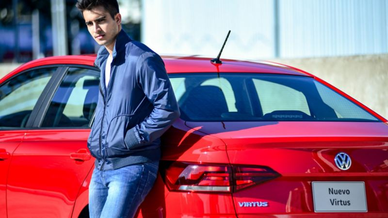 Nuevo Virtus 2020, el sedán con servicio de mantenimiento de Volkswagen en rojo tornado