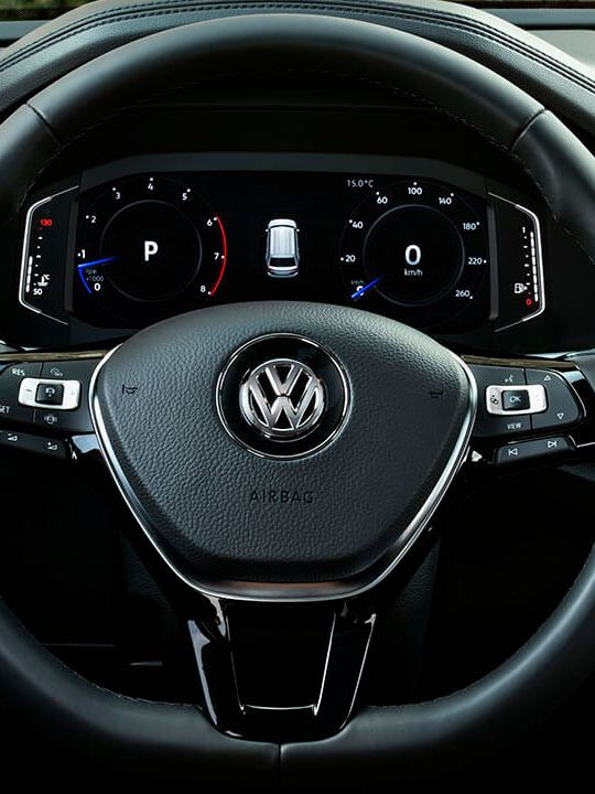Volante multifunciones en piel presente en el interior de SUV de Volkswagen Teramont 2019