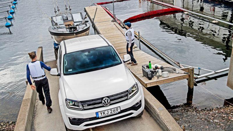 Volkswagen Amarok Comfortline drar upp båt