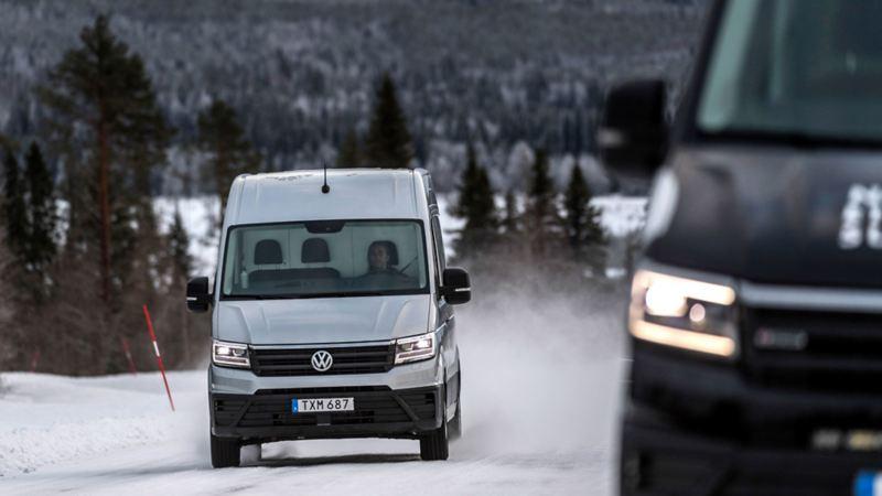 Volkswagen Crafters på snöväg