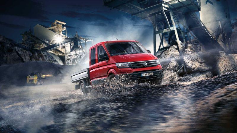 Röd VW Crafter pickup lätt lastbil