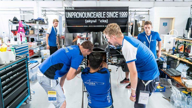 Endurance - Das Team der RWTH Aachen trifft die letzten Vorbereitungen