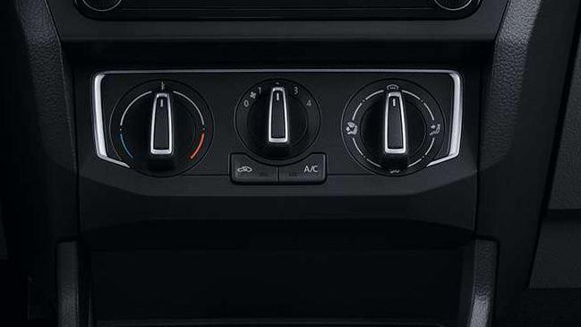 Volkswagen Gol Sedan Aire acondicionado con calefacción y recirculante