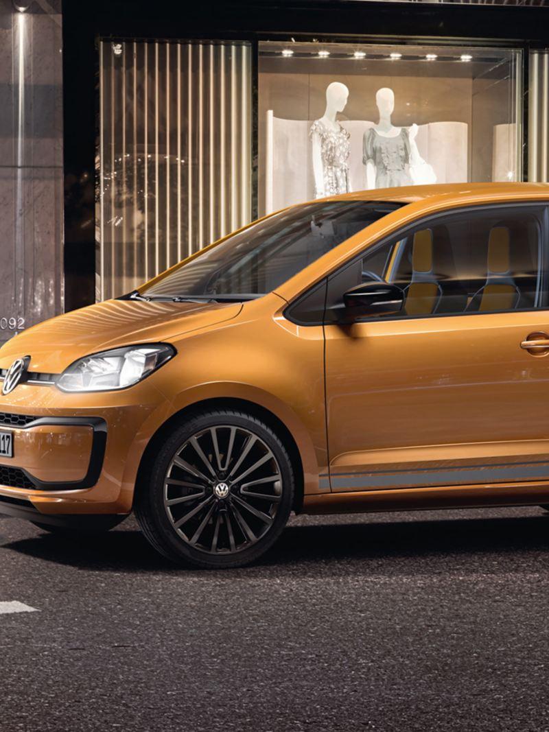 Pärchen steht vor Volkswagen special up