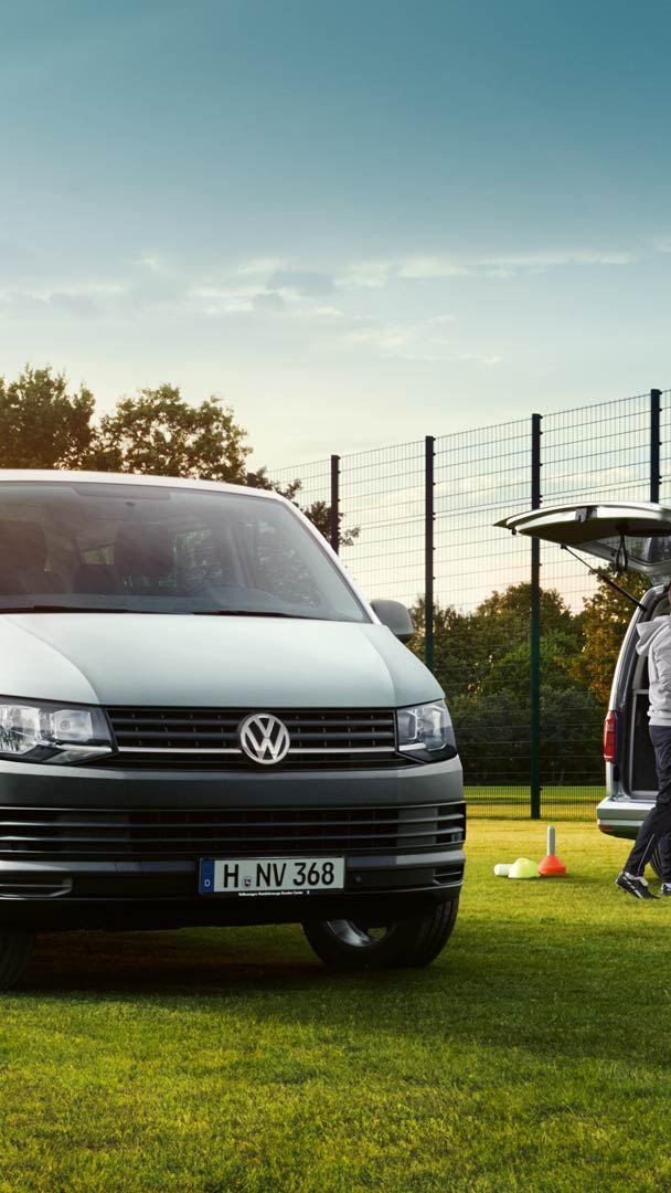 Volkswagen Caddy Maxi och Multivan på fotbollsplan