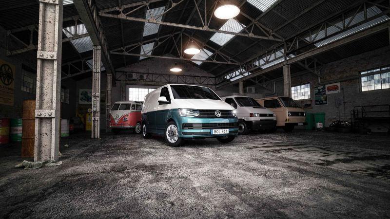Volkswagen Transporter T6 med en gamla folkabussar