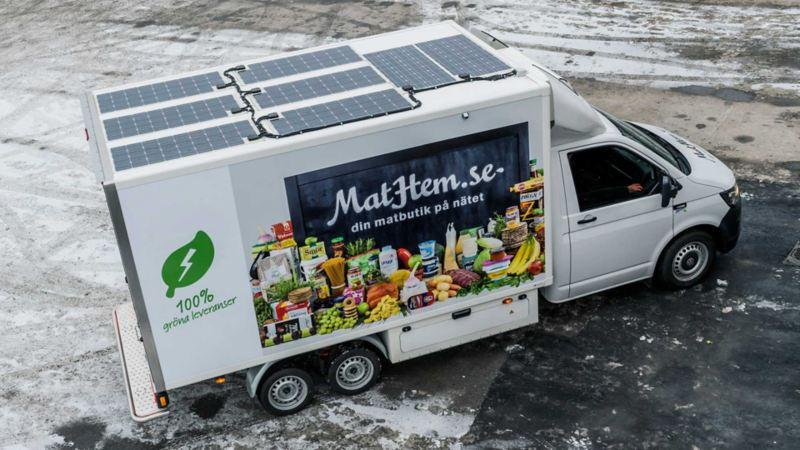Volkswagen Transporter från Mathem med solpaneler
