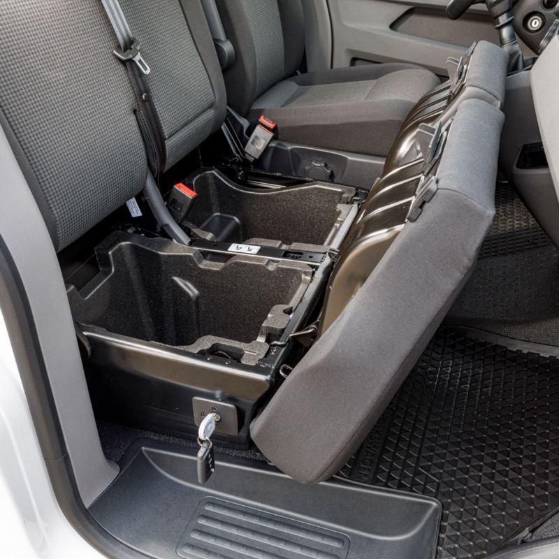 Praktisk förvaring under sätena i nya VW Transporter Skåp T6.1