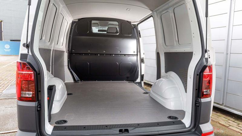 Lastutrymmet i nya Volkswagen Transporter Skåp T6.1 sett bakifrån