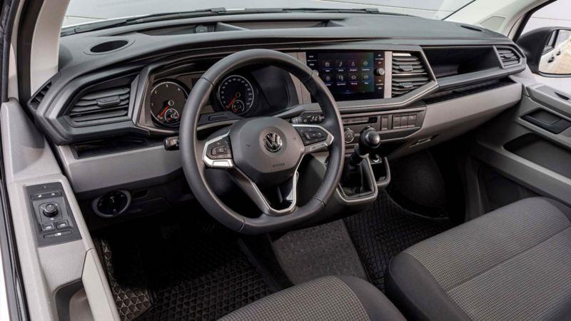 Förarmiljön i nya VW Transporter Skåp T6.1