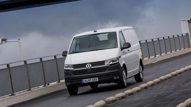 Nya Volkswagen Transporter Skåp T6.1
