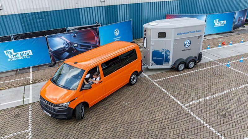Släpvagnsassistenten (Trailer Assist) i nya Volkswagen Transporter Skåp T6.1 gör backande med släp enkelt