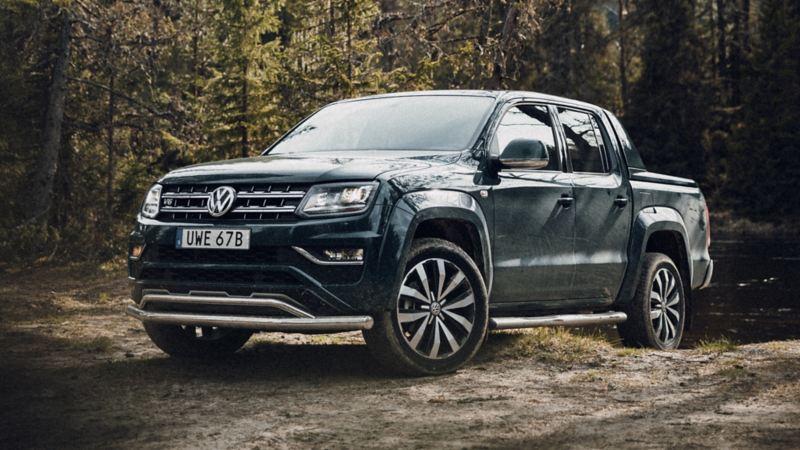 VW Amarok i skogen
