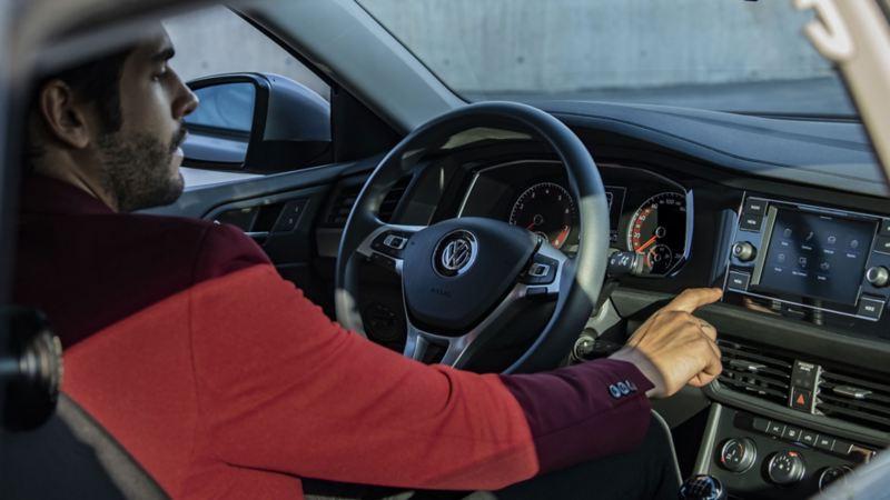 Estrena un auto o SUV con el proceso de compra en línea de Volkswagen