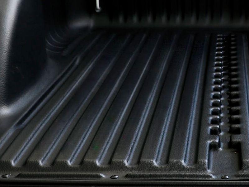 Bedliner de alta durabilidad con diseño acanalado para deslizar objetos de carga en Saveiro 2021