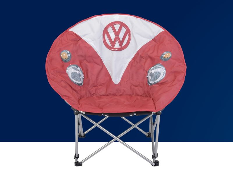 Ein Camping Faltstuhl im Bulli Design.