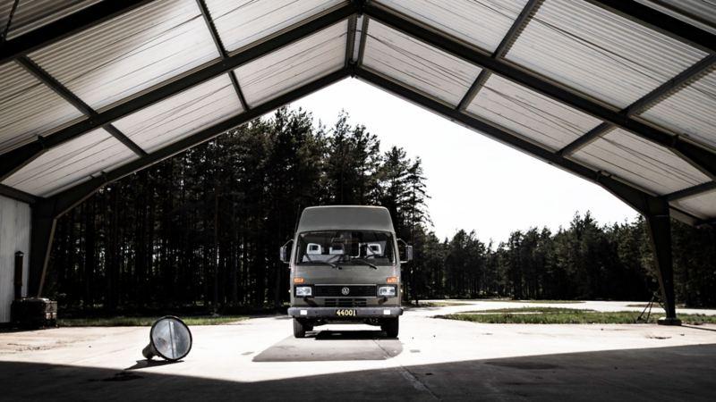 VW-buss i hangar