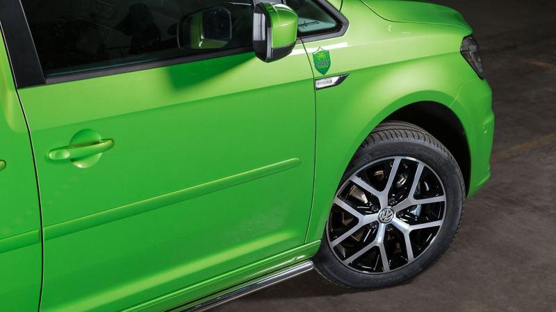 Fälgar och logo på VW Caddy Venom Edition