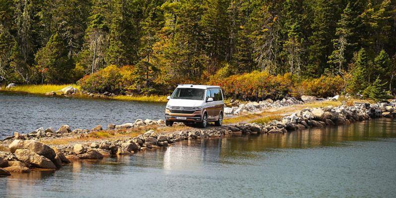 Volkswagen California 6.1 tar sig enkelt fram på småvägerna på Nova Scotia