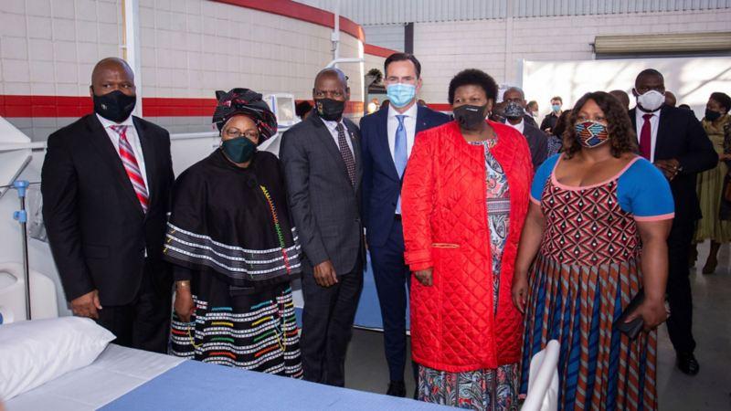 Volkswagen en Sudáfrica celebrando el fin de primera fase de preparación de centro médico temporal