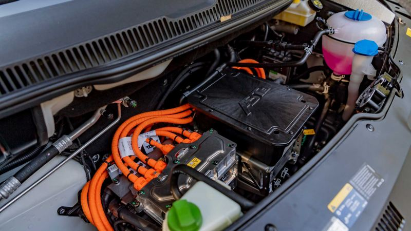 Motorutrymmet i en ABT e-Transporter