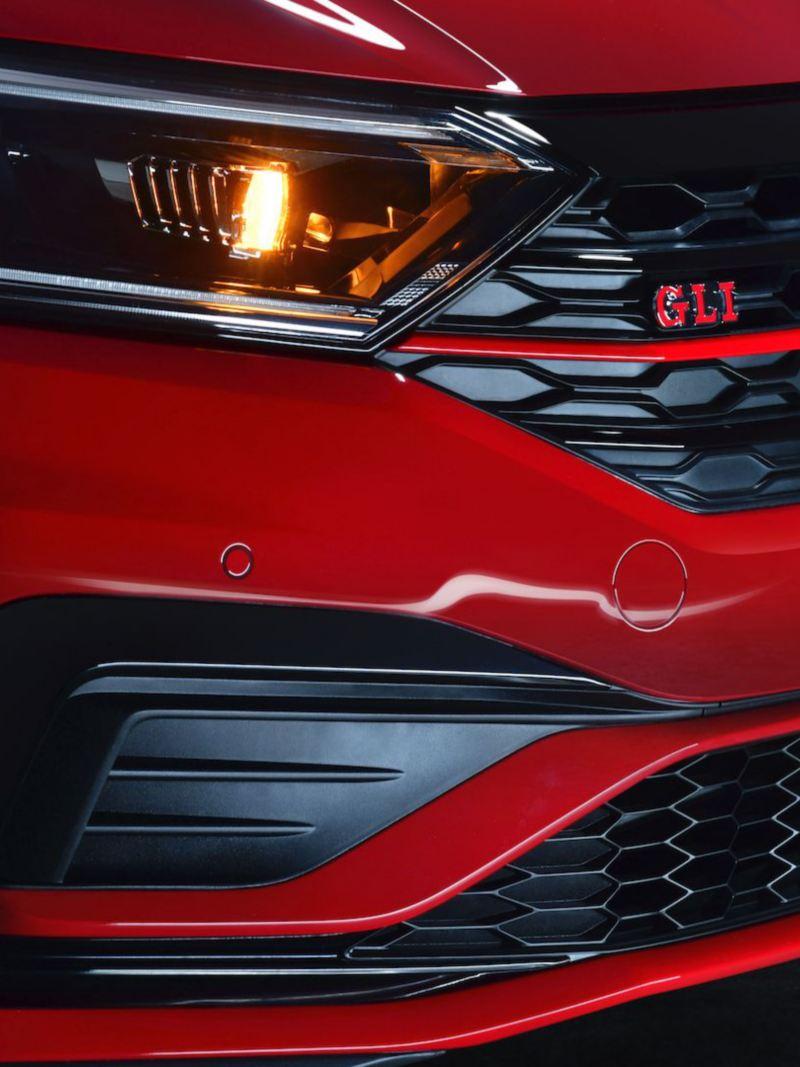 Fascias deportivos delanteras con luces diurnas de Jetta GLI 2021