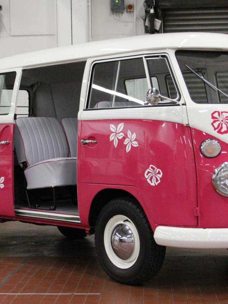 Rosa Volkswagen Folkabuss T1 Flower Power