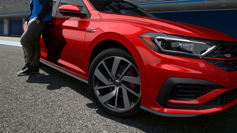 Gama de carros deportivos Volkswagen. Conoce nuestros modelos de carros Golf GTI, Jetta GLI.