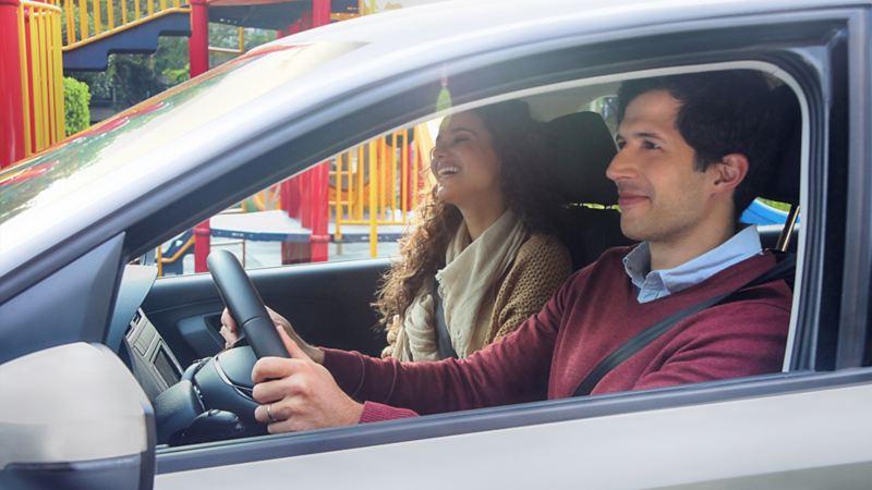 Autos familiares Volkswagen - Elige entre los modelos carros sedán distinguidos por su espacio y seguridad