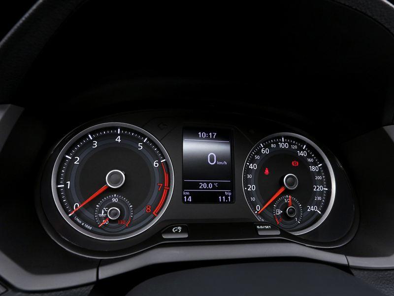 Cuadro de instrumentos con dos relojes de Nuevo Gol de Volkswagen