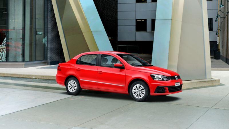 Gol Sedán VW, el auto compacto con mejor rendimiento de gasolina en rojo tornado