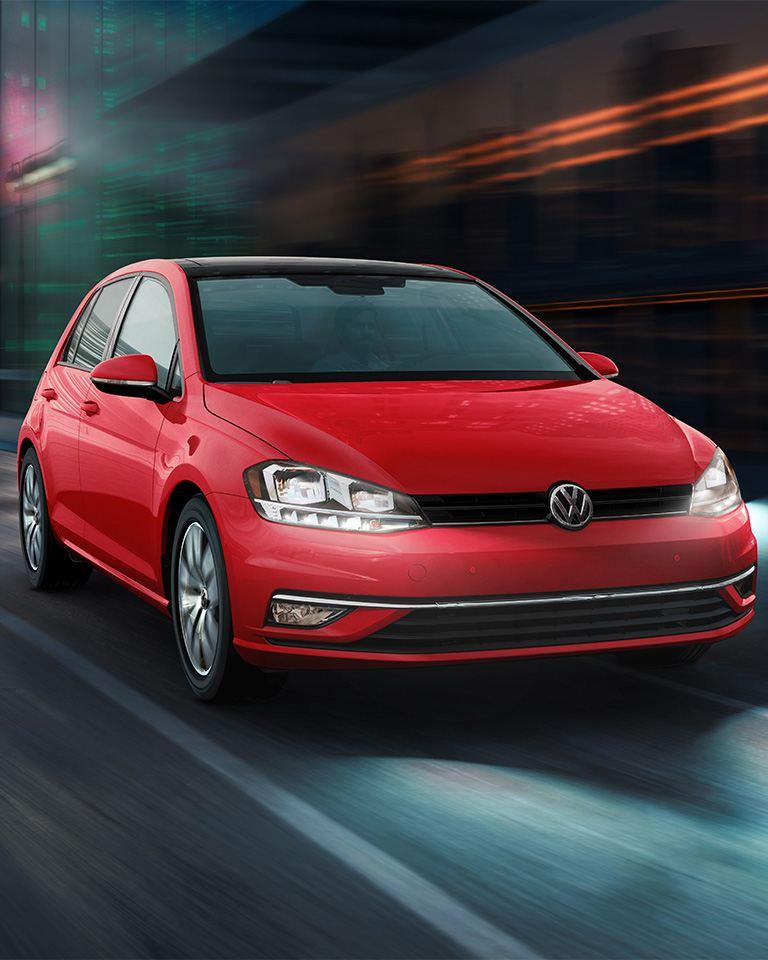Golf 2020, carro deportivo juvenil de Volkswagen. Conoce el precio de Golf y sus versiones.