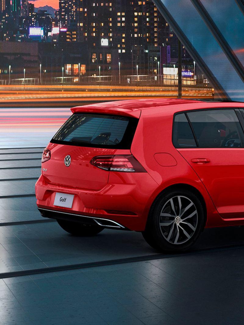 Golf 2020 auto compacto de Volkswagen en color rojo tornado