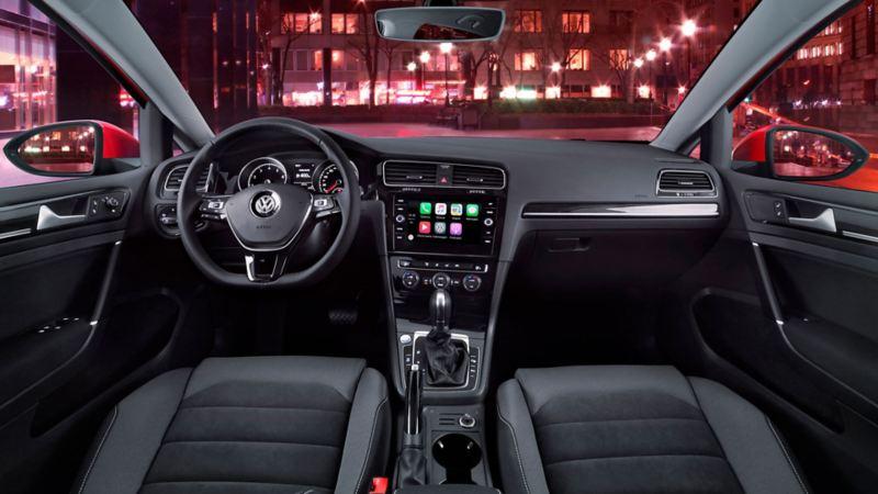Cabina en el interior de Golf auto deportivo de Volkswagen