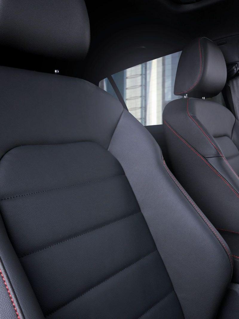 Asientos Top-Sport color negro en el nuevo auto deportivo Golf GTI 2020 de Volkswagen