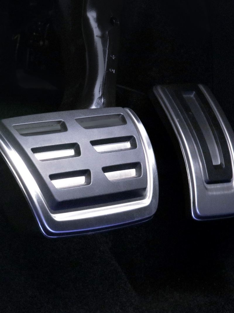 Pedales en aluminio son parte del equipo interior de Golf GTI 2020 de Volkswagen