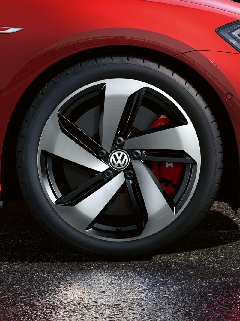 """7.5 J x 18 inch """"Milton Keynes"""" wheel"""