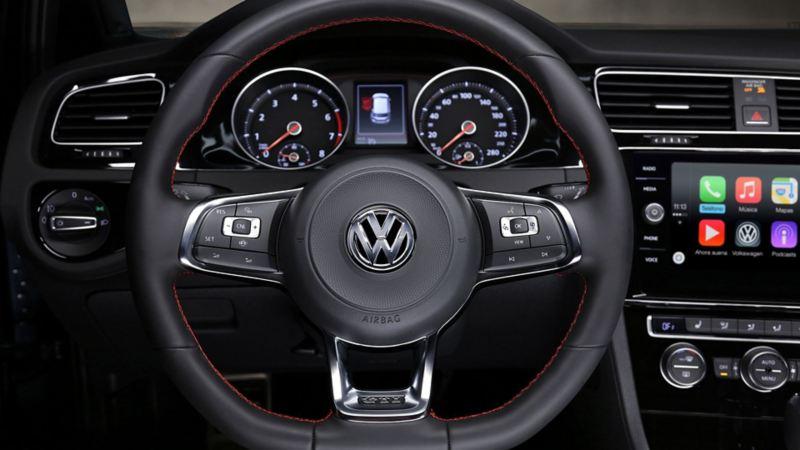 Volante deportivo multifuncional con los emblemas Golf GTI y Volkswagen