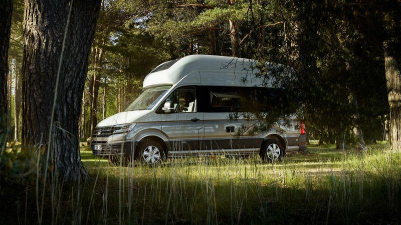 VW Grand California i skogen