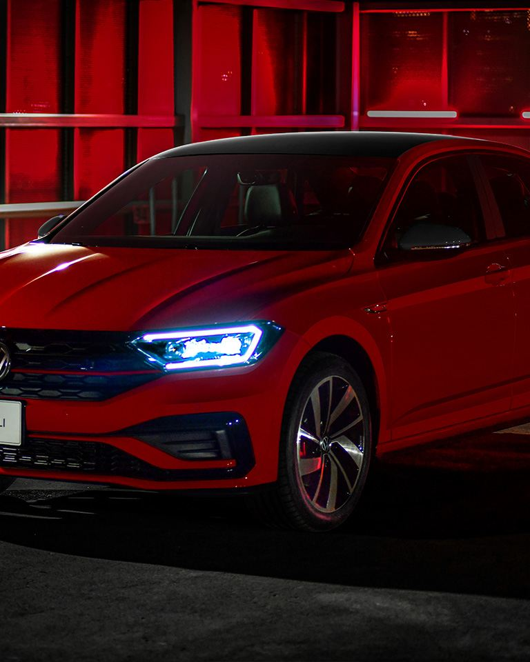 Jetta GLI Volkswagen -  Automóvil sedán deportivo en color rojo tornado