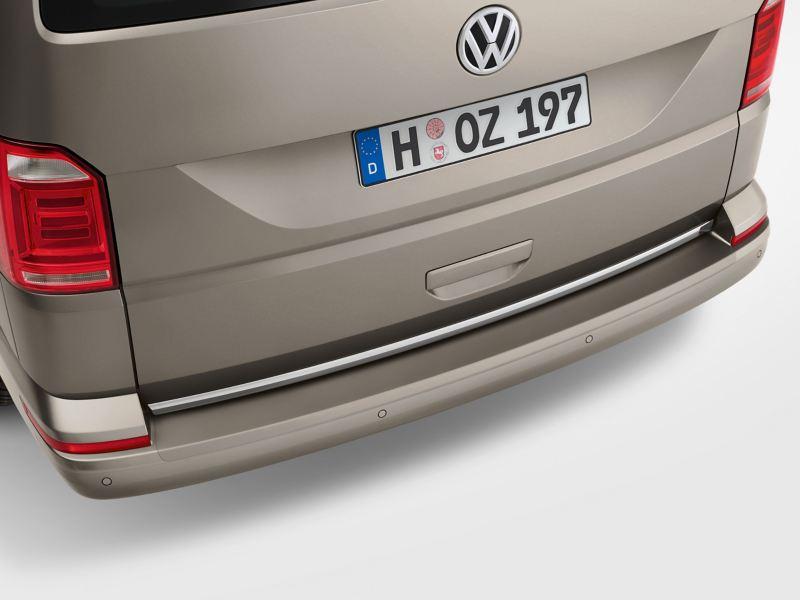 Der Ladekantenschutz am Kofferraum von einem Volkswagen Nutzfahrzeug.
