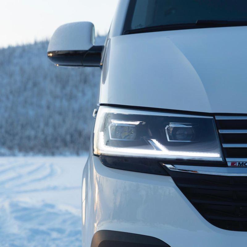 Multivan 6.1 i närbild i vinterlandskap