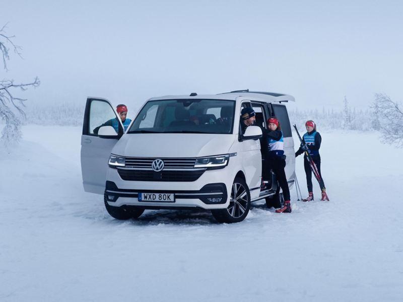 VW Multivan 6.1 med 4MOTION fyrhjulsdrift tillsammans med svenska längdskidlandslaget