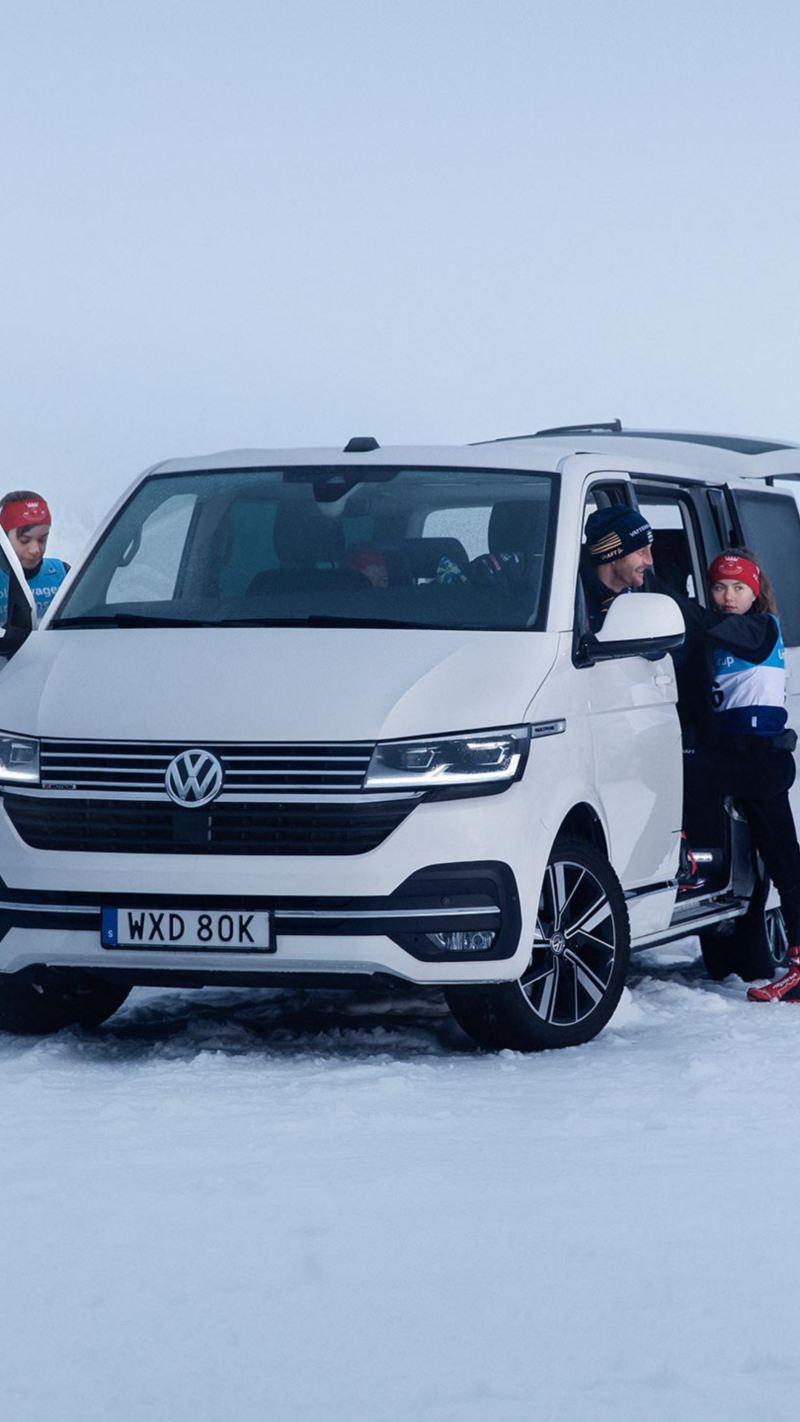 VW Multivan Ski Team med 4MOTION tillsammans med svenska längdskidlandslaget