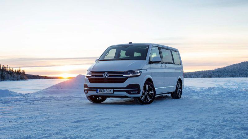 VW Multivan 6.1 med 4MOTION fyrhjulsdrift i vinterlandskap