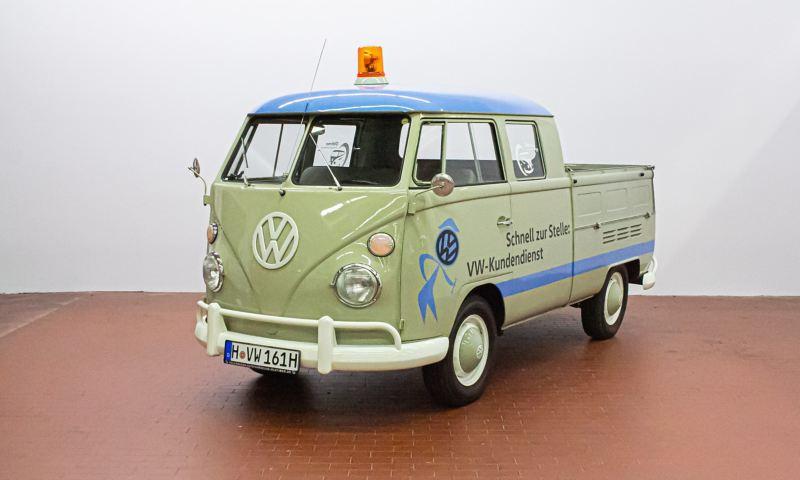 Franzl - 1966 T1 Doppelkabine schräg von vorne.