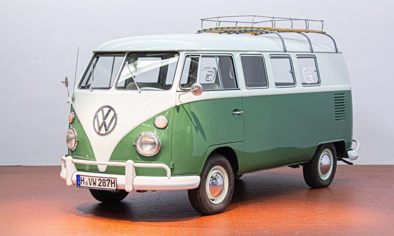 Heinrich - 1967 T1 Kleinbus Siebensitzer schräg von vorne.