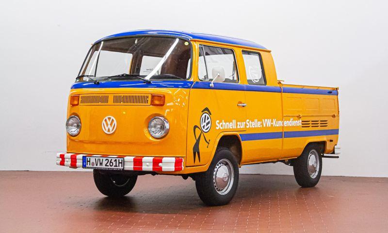 Holger - 1977 T2 Doppelkabine Servicewagen schräg von vorne.