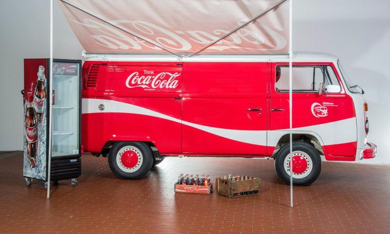 Coca Cola - 1977 T2 Kastenwagen von der Seite.