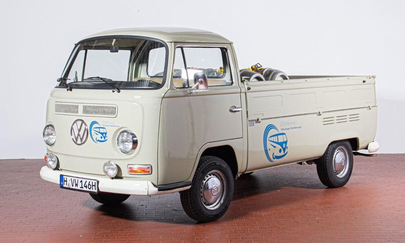 Uschi - 1971 T2a Pritschenwagen von der Seite.